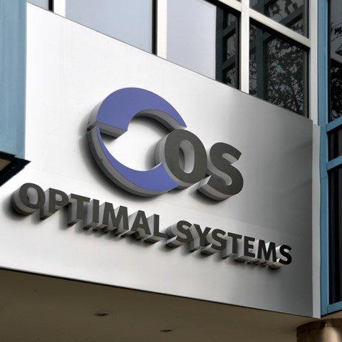 OPTIMAL SYSTEMS Logo über dem Unternehmenseingang